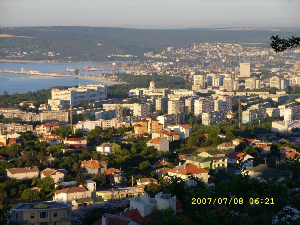 Варна, обляна в светлина 1