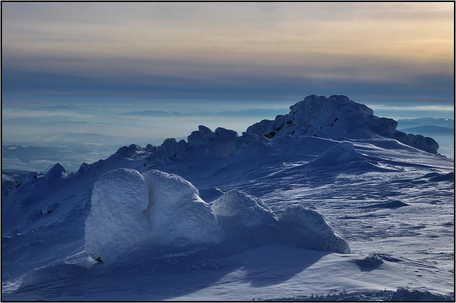 Черни връх в сняг