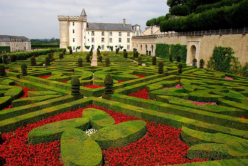 Дворци, замъци и градини