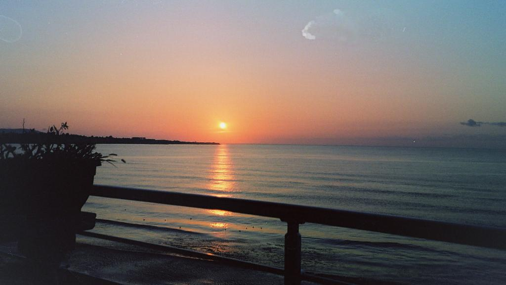 Българското море при изгрев