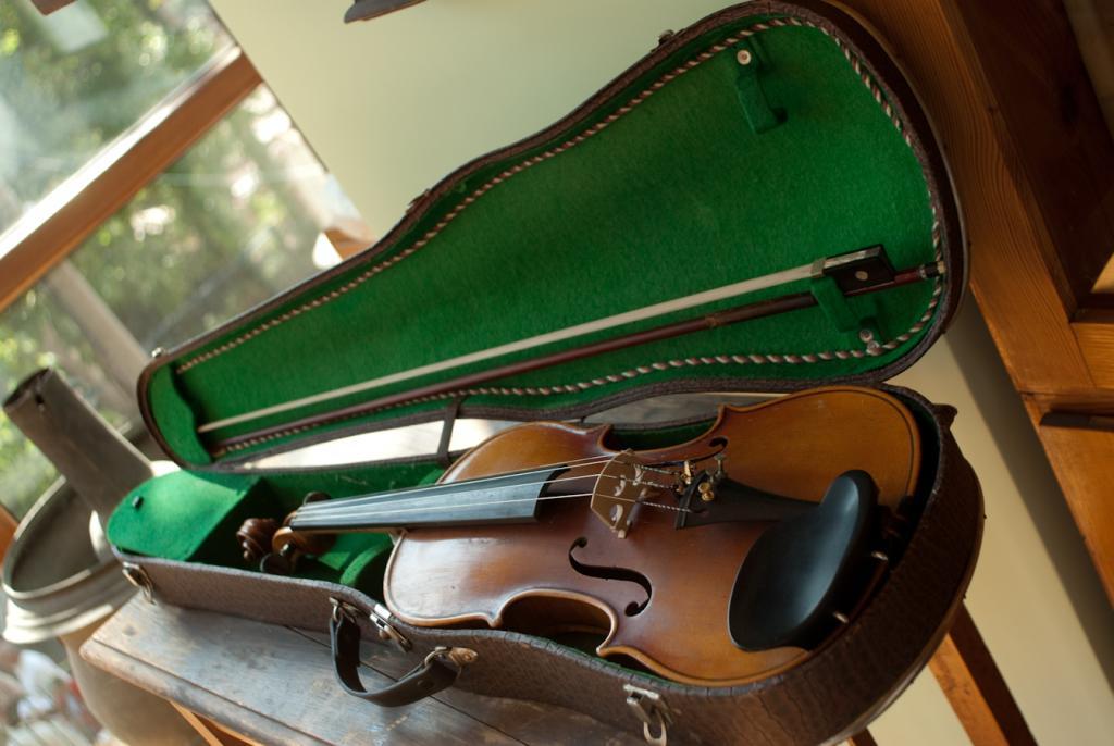 Една от цигулките на Учителя
