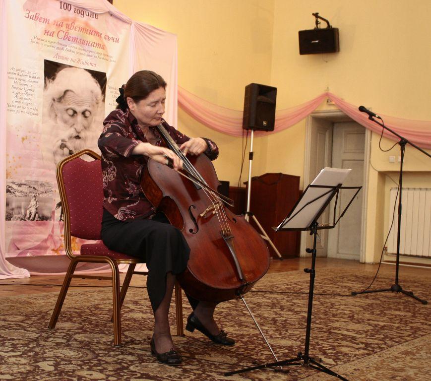Концерт - розови лъчи - Магдалена Далчева