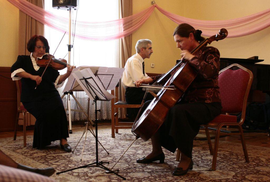 Концерт - розови лъчи - Йоана Стратеве, Магдалена и Стефан Далчеви