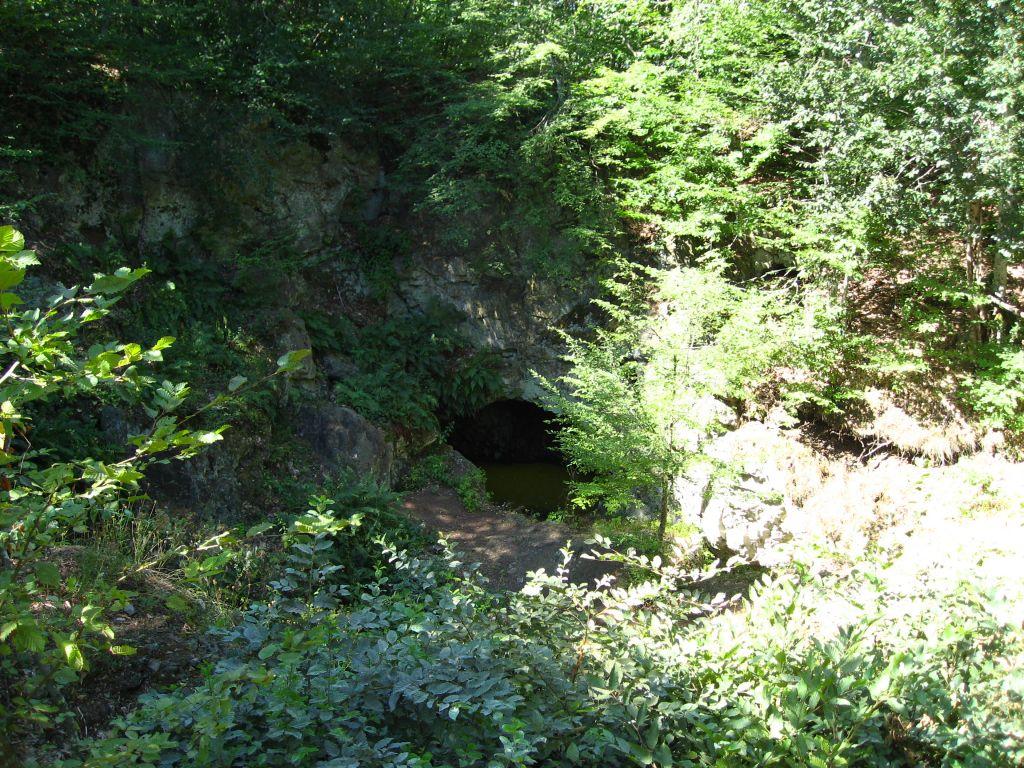 Входът към гробницата на Бастет