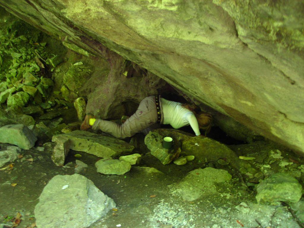 Ако искаш да си налееш вода от аязмото на Индипаска това е позата... Един своеобразен поклон.