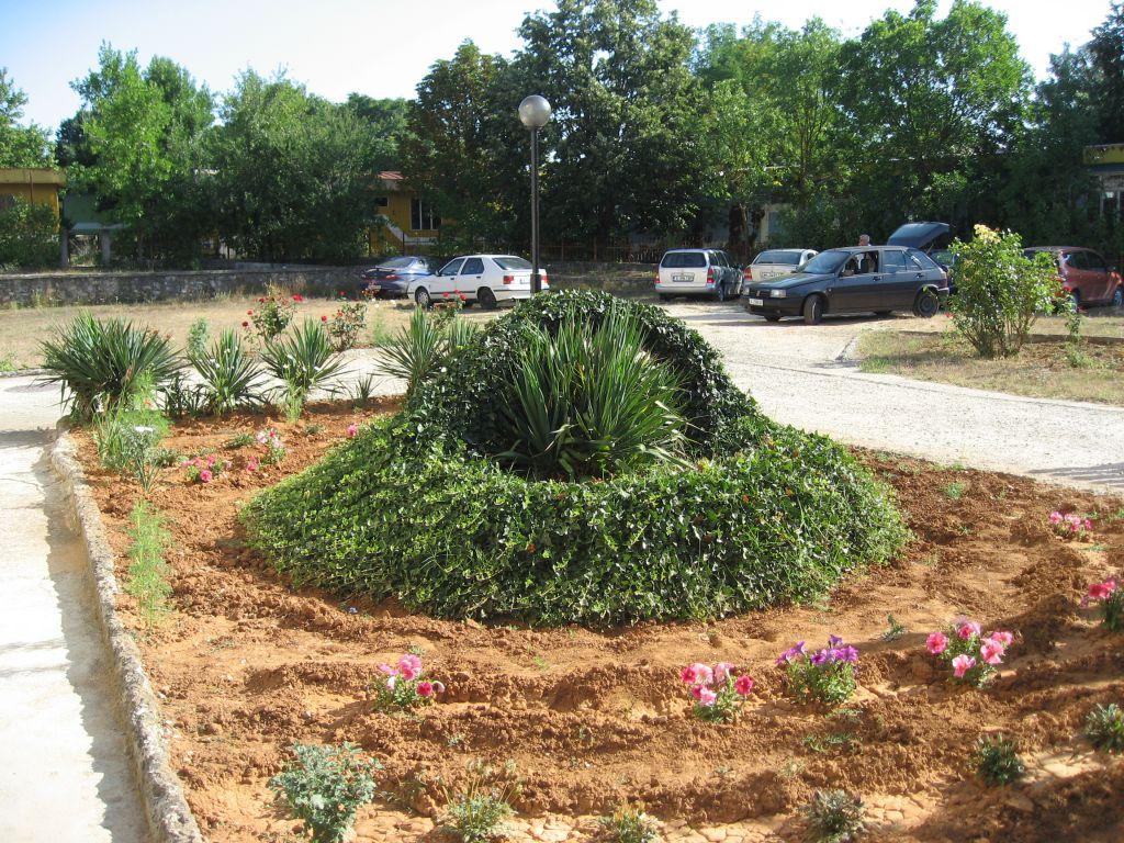 Градината на базата, в която бяха отседнали съфорумците
