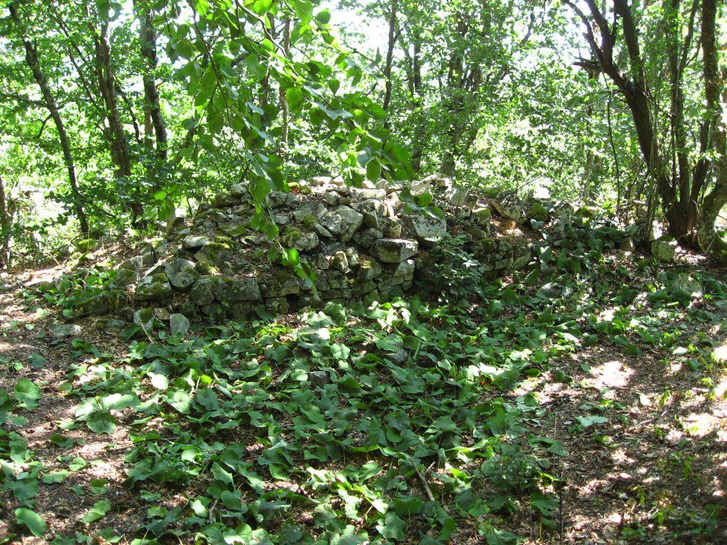 Останки от древна крепостна стена