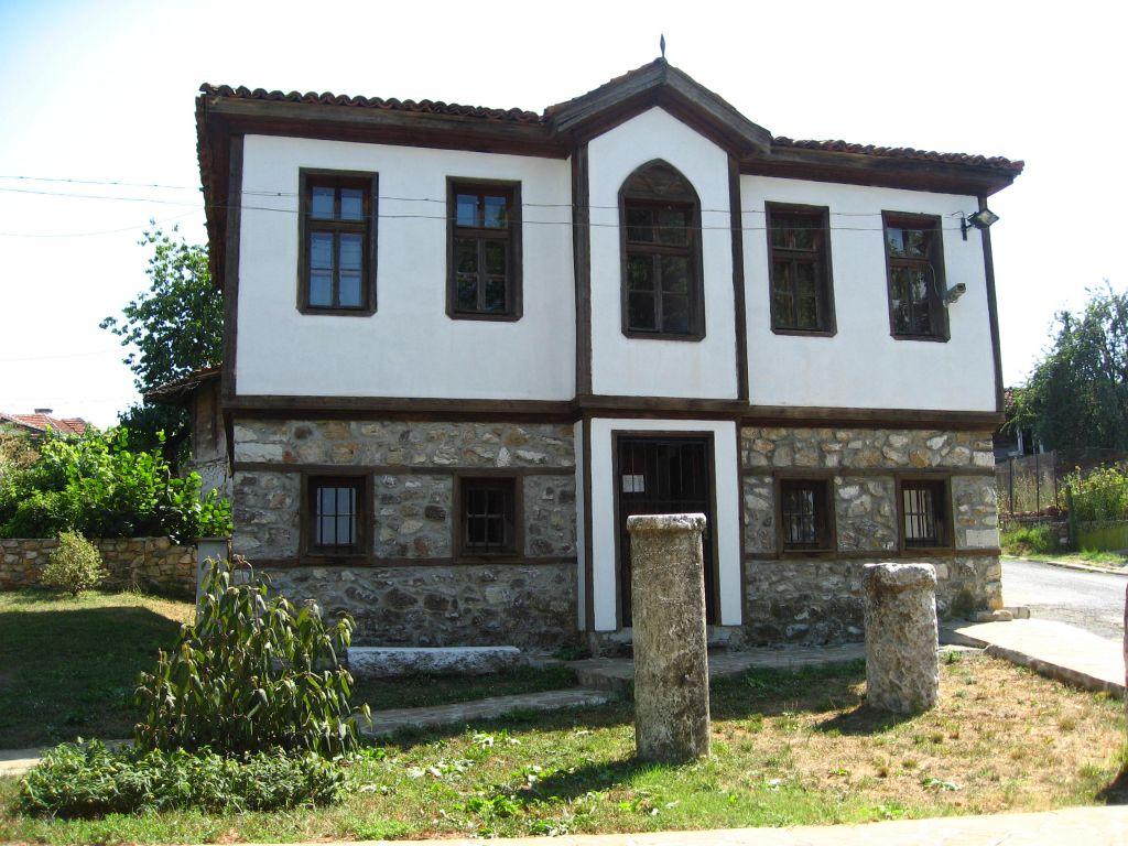 Една от трите сгради на археологическия музей в Малко Търново