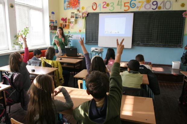 учители-ученици-класна-стая.jpeg
