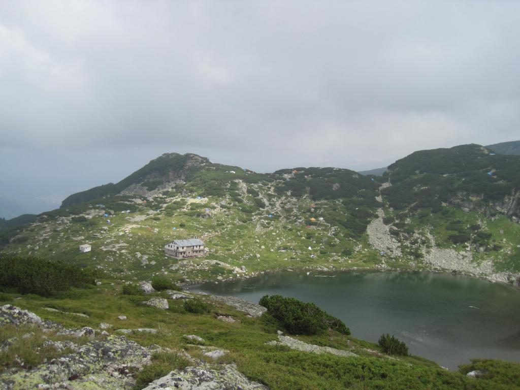 Второто езеро, хижата и лагера